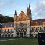 絶滅種の遺伝子研究施設のモデルはフランス北部の僧院